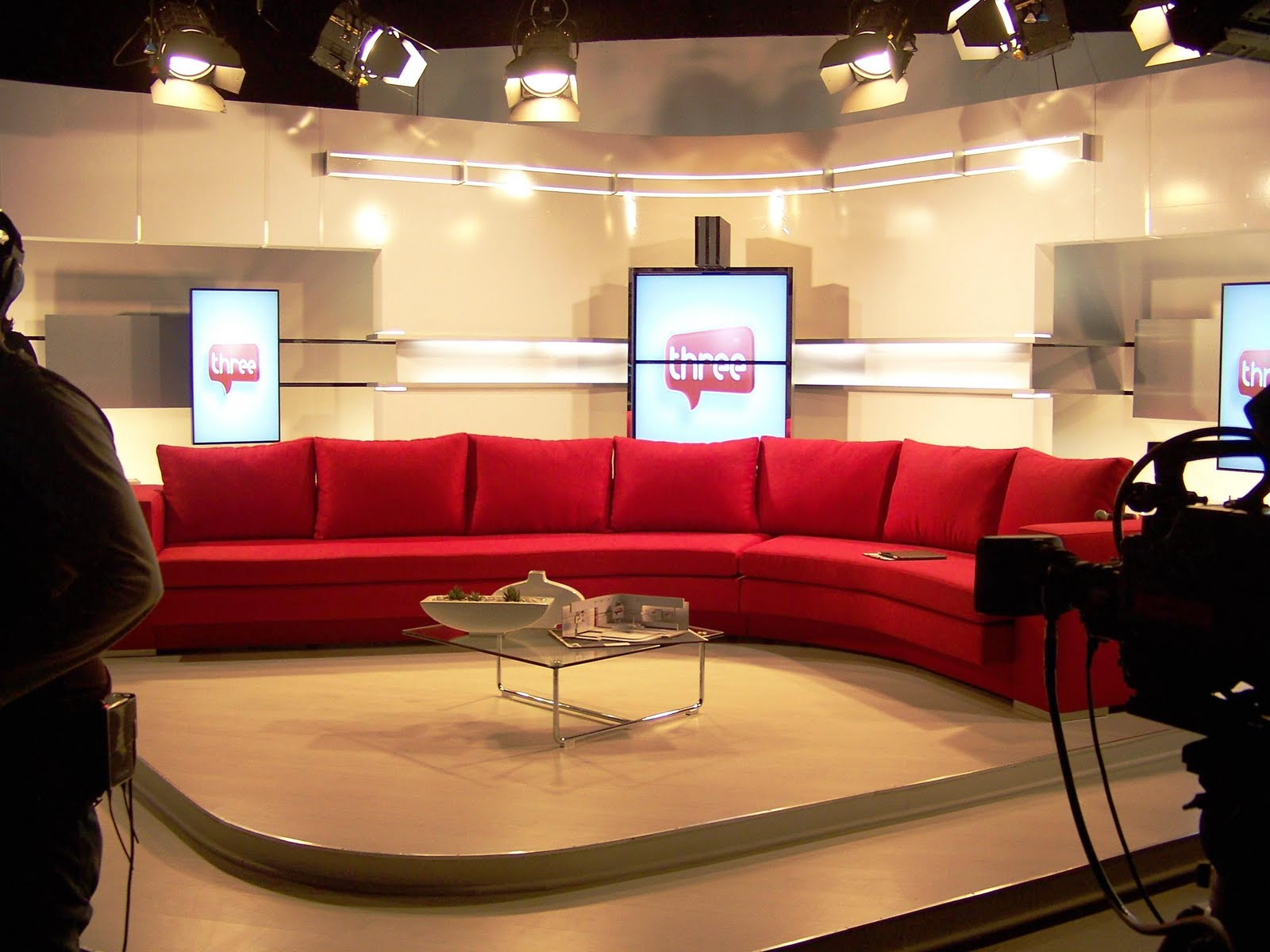 Tv With Thinus First Look Here S The Small Scale Set Model And Curtis Elliott Designs Late Night Talk Show Furniture