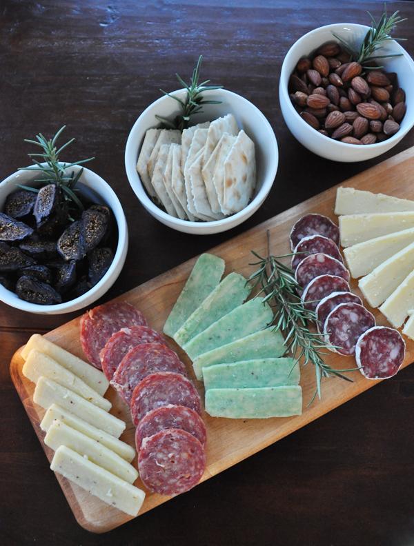 how to make a holiday cheese board. #sidinthekitchenholiday
