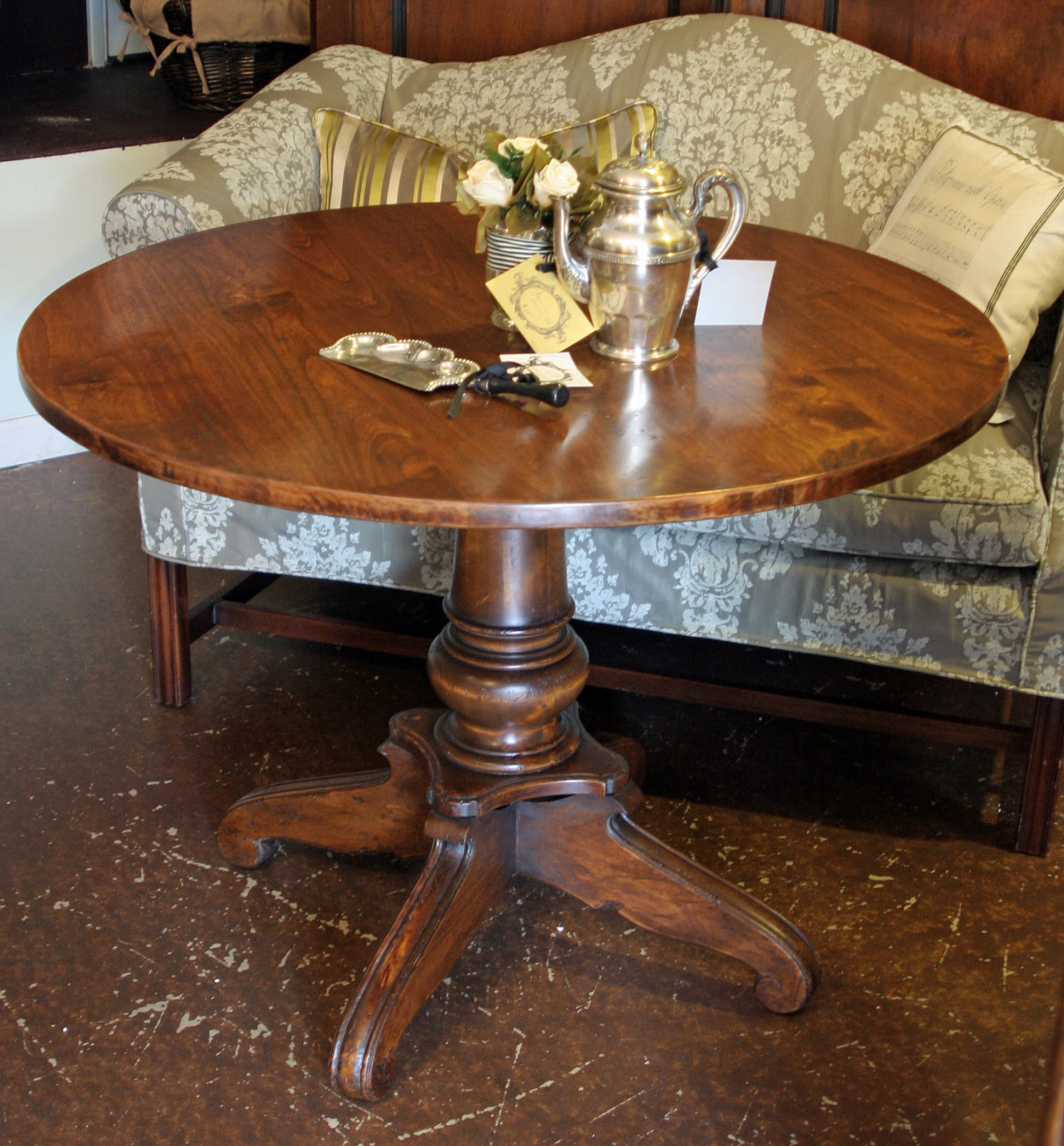 Kitchen Tables Portland Oregon Inventia Design 345 French Provincial Round Dining Table With