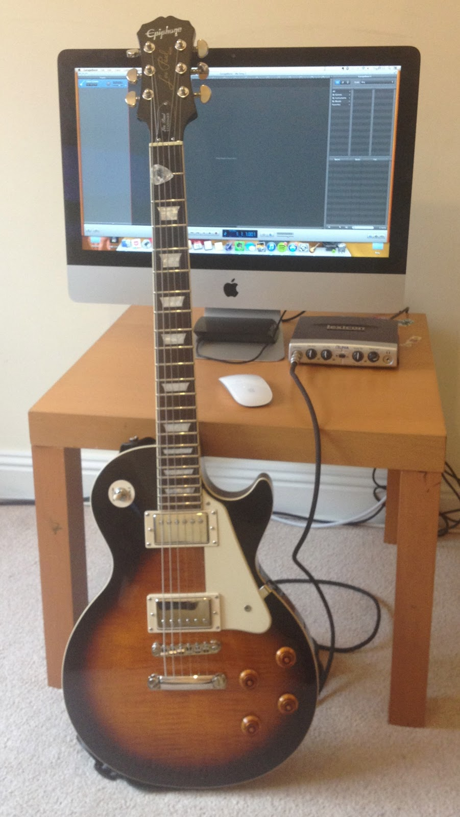 how to connect guitar to macbook