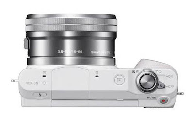 La Sony NEX 3N fotografata dall'alto