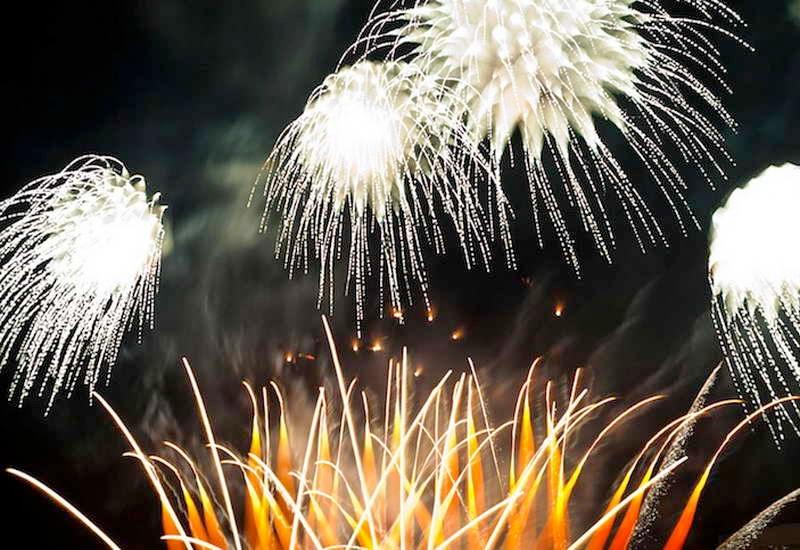 Pesta-Kembang-Api-4