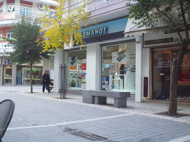 Κατασκεύασαν εμπορικό κέντρο που δεν το αντέχουν τα εμπορικά καταστήματα