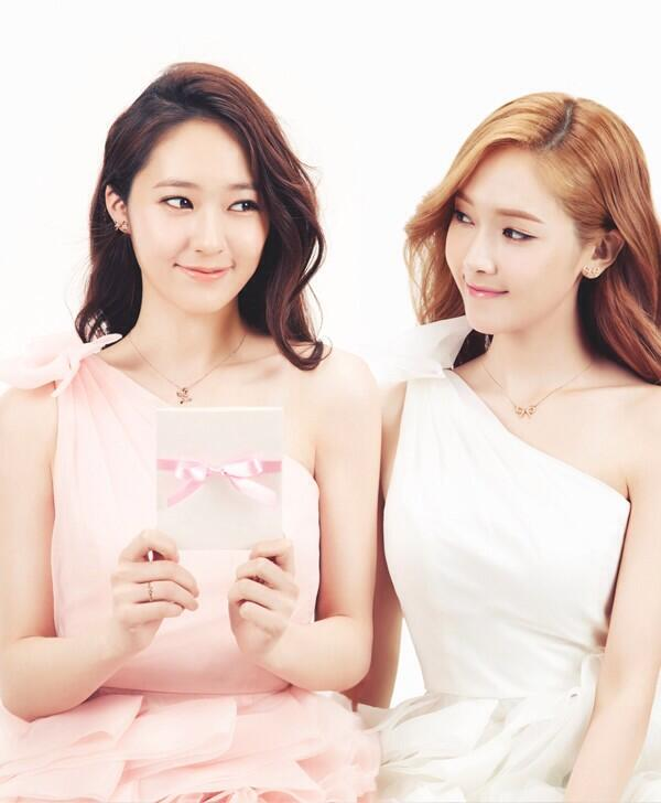 More of SNSD Jessica and f(x) Krystal's photos from ... F(x) Krystal And Jessica