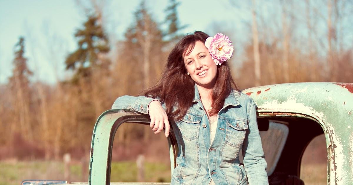 the savvy photographer  meet the fancy farm girl