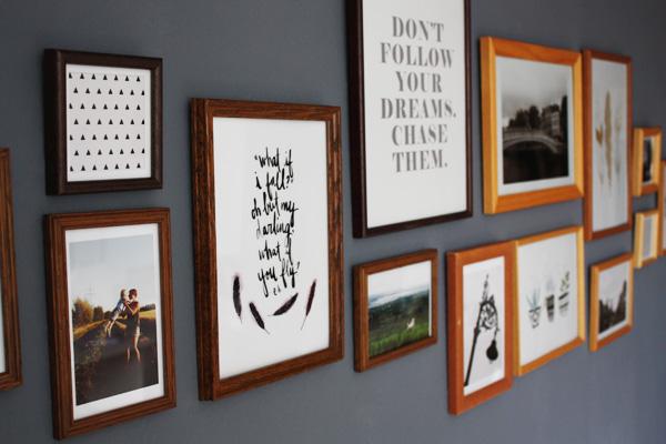 Wohnzimmer bilder mit rahmen  Kuddelmuddel: DIY: Wohnzimmer-Makeover und Gallery Wall