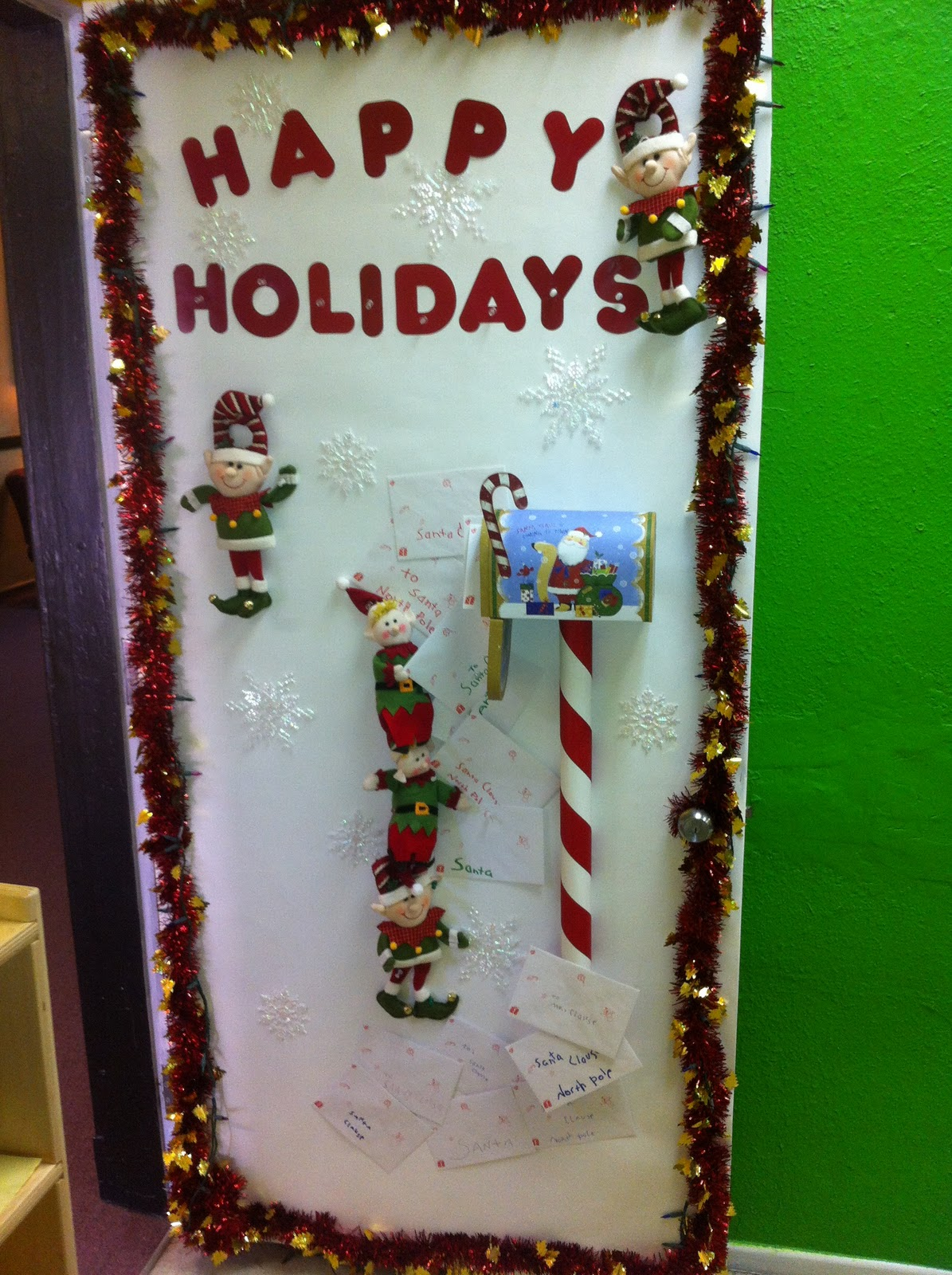 Office Door Decorating Contest Ideas http://charlattecreations.blogspot.com/2011/12/door-decorating-contest-ideas.html
