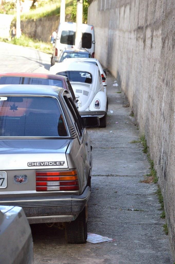 Ação visa reduzir o número de automóveis estacionados indevidamente em calçadas e faixas de pedestres