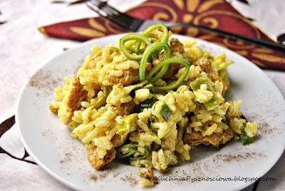 55. Sałatka porowa z kurczakiem w curry