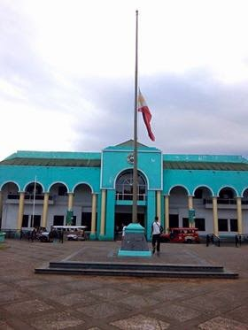 Albay honors slain SAF cops by flying flags in half-mast