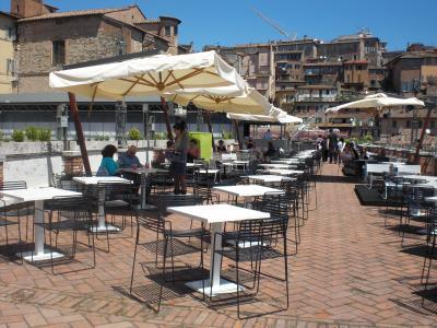 PERUGIA: Casapound contro la gestione della terrazza del mercato ...