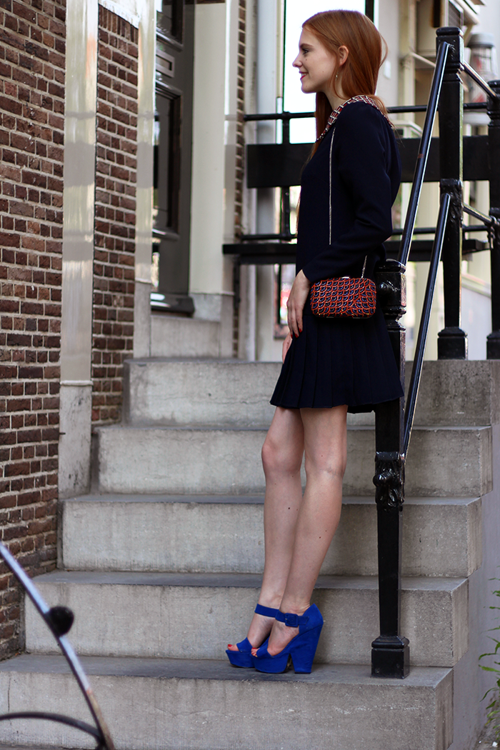 Outfit fashion blogger graduation Yara Michels dress clutch beads zara amsterdam red blue