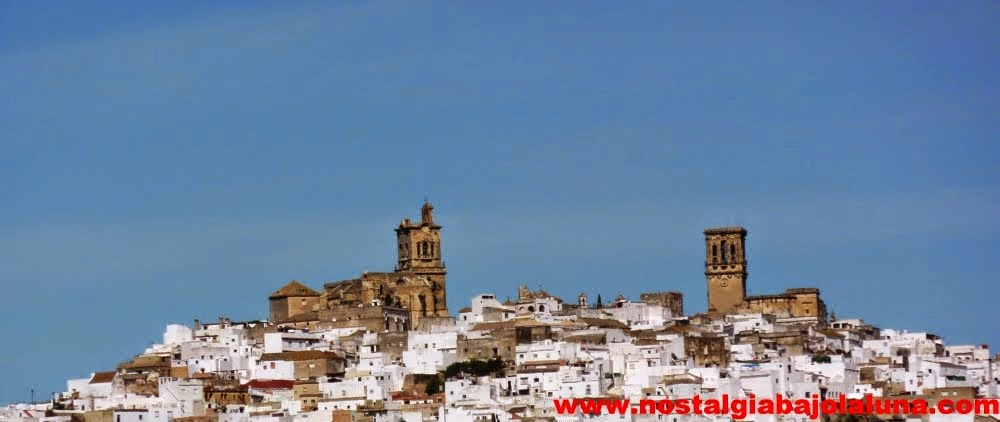 ARCOS DE LA FRONTERA DONDE  SE UNEN LAS  TORRES DE SANTA MARA Y SAN PEDRO