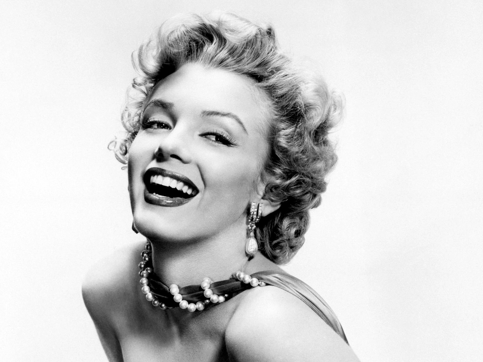 http://2.bp.blogspot.com/-TBXS_PzAp1k/T8WOk_PMs3I/AAAAAAAAQvs/iyrxVlF4hPc/s1600/Marilyn-Monroe-New-2012-Black-and-White-Wallpapers3.jpg