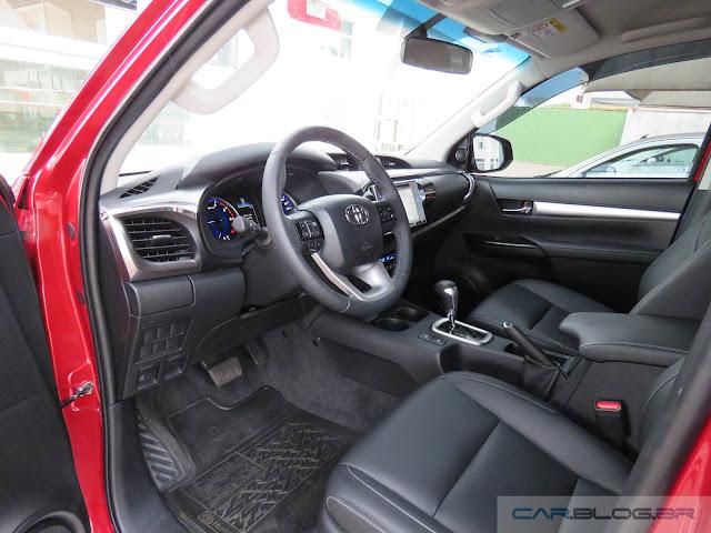 Toyota Hilux SRX A/T 2016 - interior