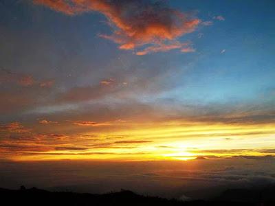 Golden Sunrise Gunung Prahu- Santri dan alam