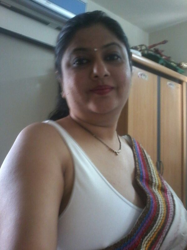 Indian Desi Aunty And Bhabhi Nude Photo: 35 Desi Housewife ...