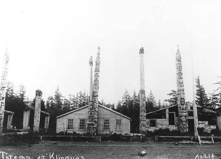 http://2.bp.blogspot.com/-TBkguU54Bbk/T1cBWl5E6tI/AAAAAAAAAwk/wgVBuHgFpsw/s1600/070+Haida+totem+poles+and+houses,+Klinkwan,+1900-1909.jpeg