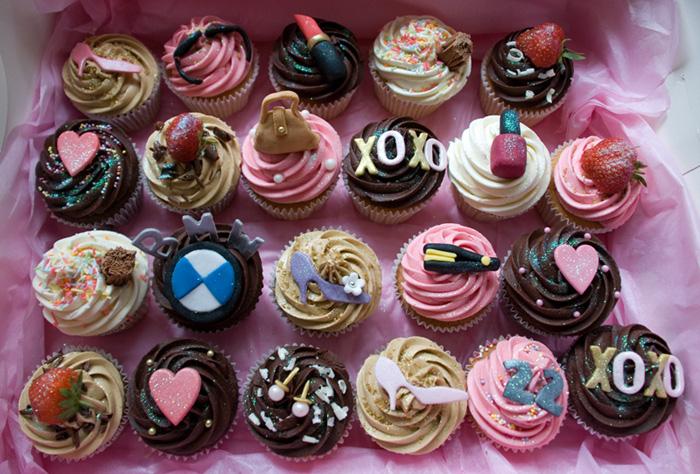 Hayris Cupcake: Personalised Gossip Girl Themed Cupcakes ...