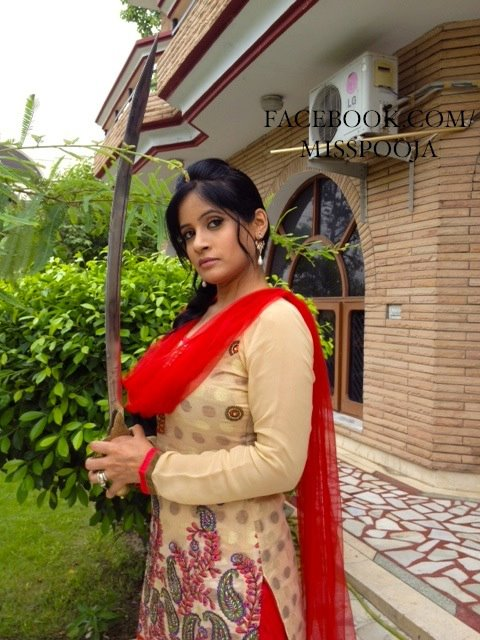 Hot Miss pooja unseen pictures her house
