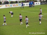 Colegiales festeja el gol de Cisterna, el pincha perdió ne Munro