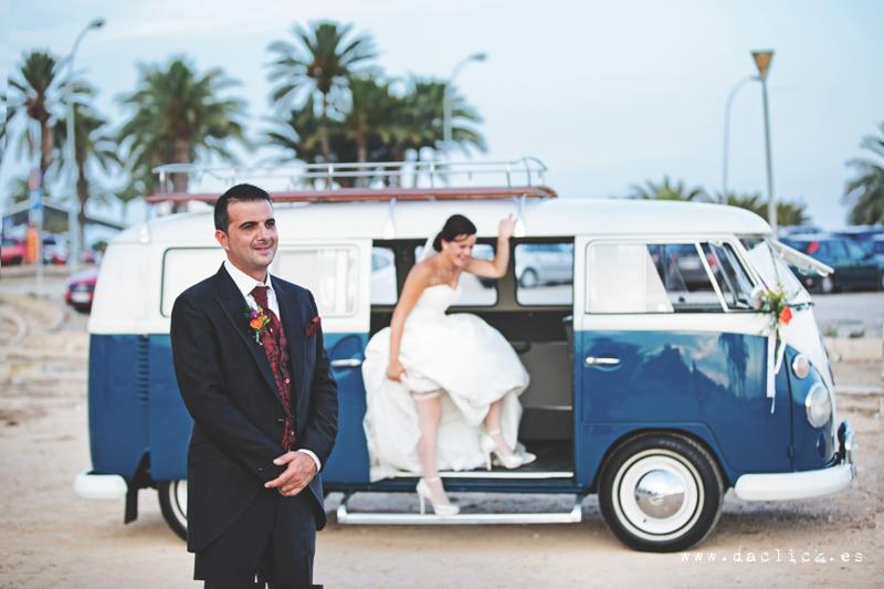 boda retro  novios en furgoneta volkswagen T1 T2 antigua