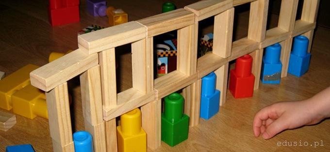 konstrukcja z klocków dla dzieci