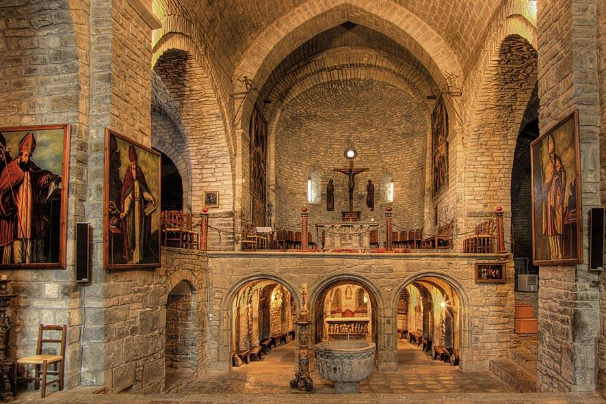 Maravillas ocultas de espa a arag n una bella y larga for Interior iglesia romanica