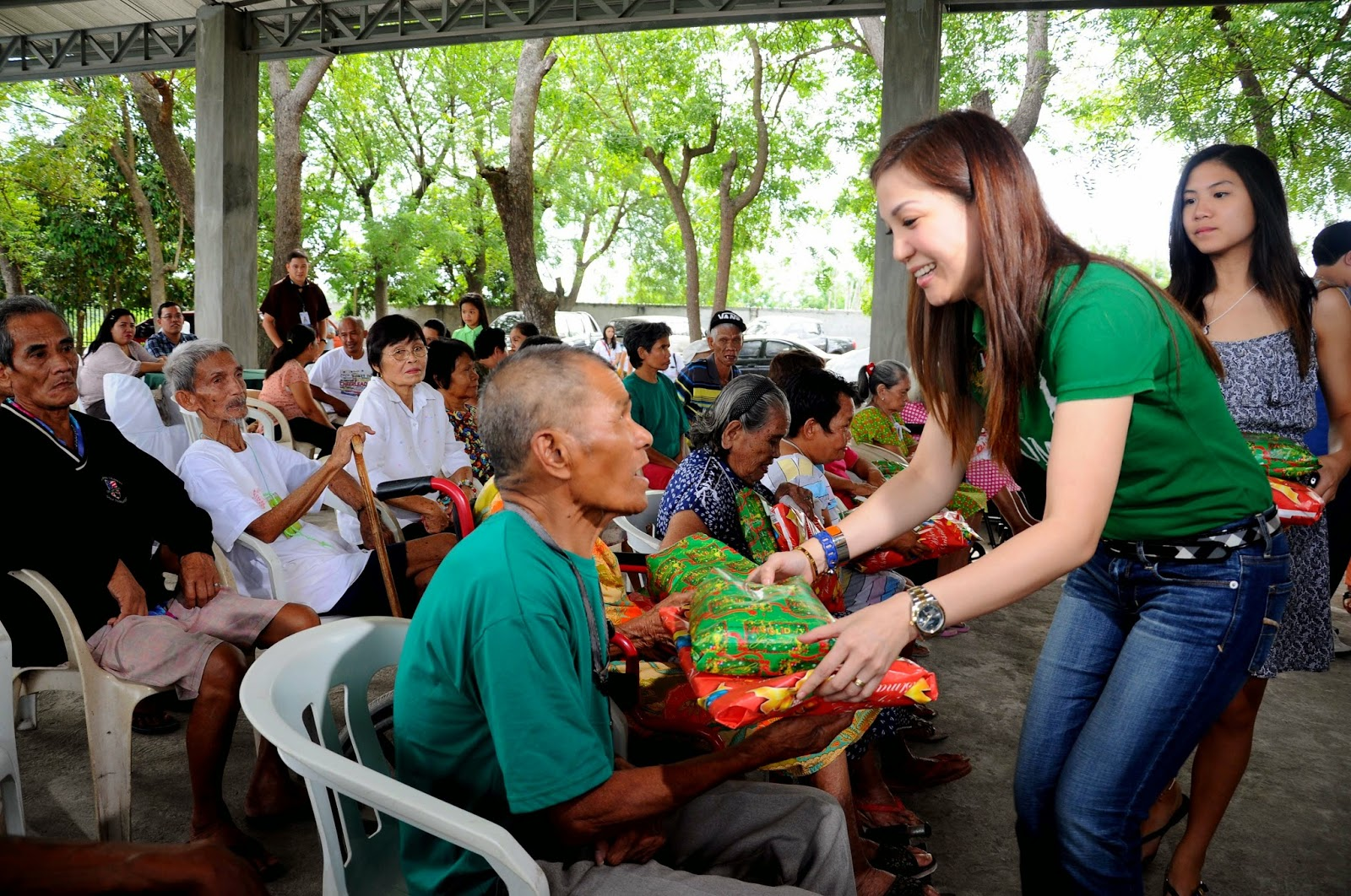 i love general santos city  philippines   rivera family gives gifts to elderly