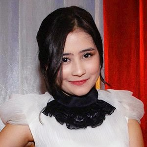 Photo dan Profil Prilly Latuconsina
