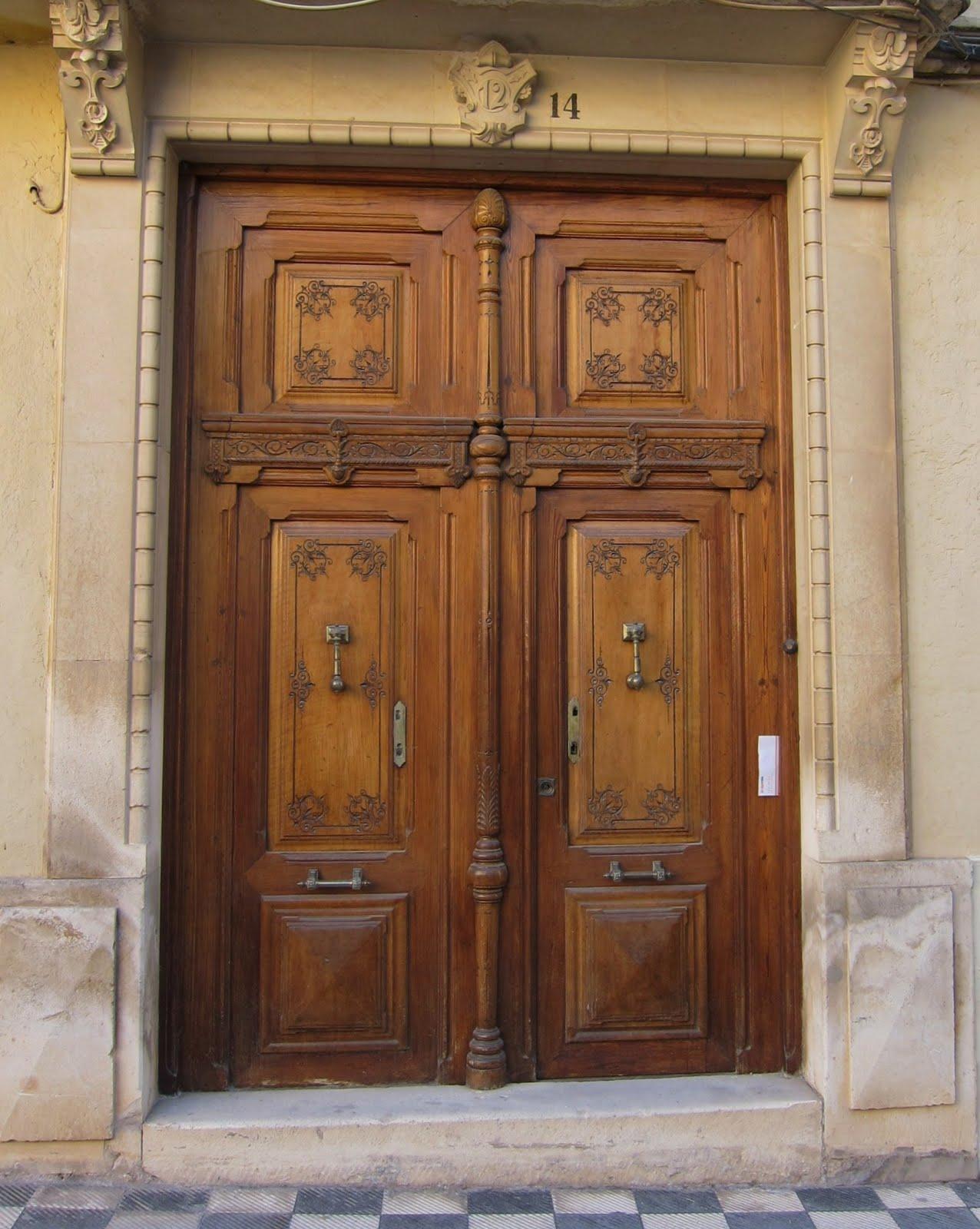 Apiarium puertas y portones de madera con solera for Portones madera rusticos