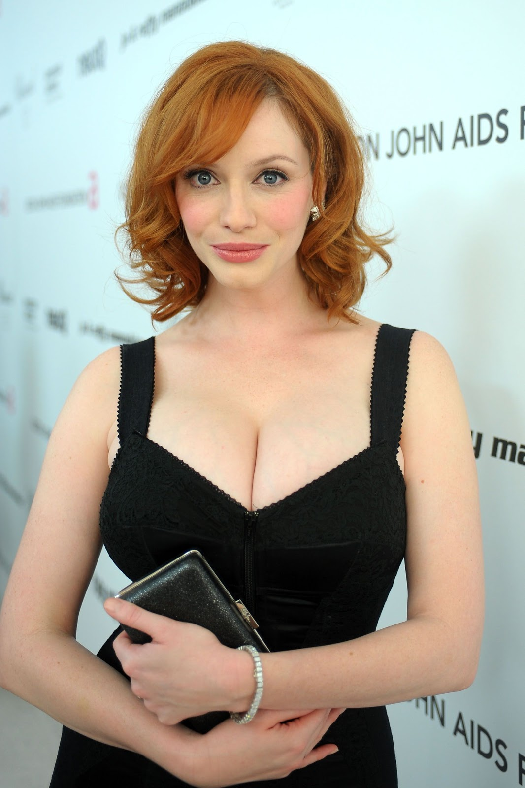 http://2.bp.blogspot.com/-TD4SKI8Ory4/ThOgu7eJapI/AAAAAAAACH0/FOgNK0ZBxrk/s1600/Christina-Hendricks-attends-18th-Annual-Elton-John-AIDS-Foundation-Oscar-Party-8of23.jpg