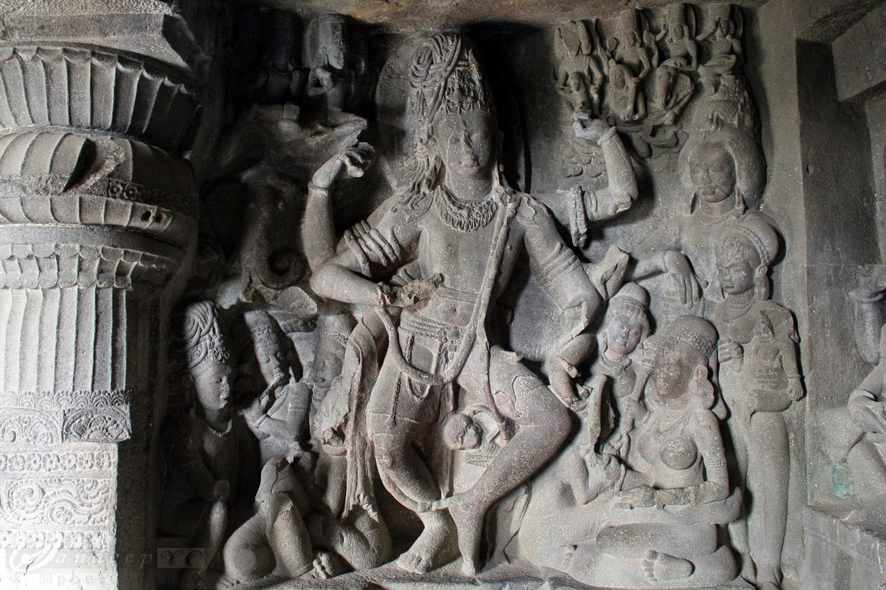 sculpture of Nataraja on eastern wall