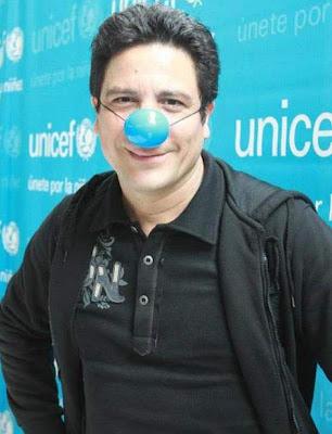 Bruno Odar con nariz de Pataclaun apoyando a UNICEF
