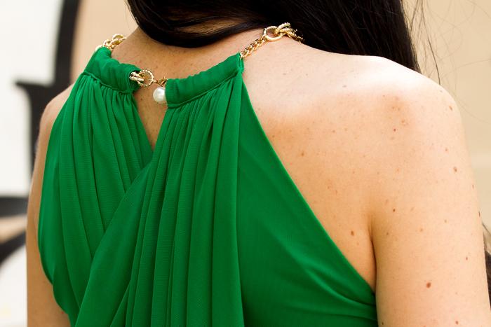 Detalle vestido verde de tul a capas de Olimara