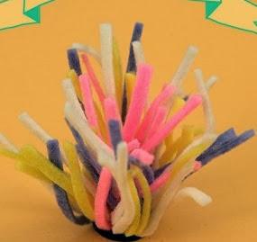 http://lasmanualidades.imujer.com/2010/02/19/bonitos-pompones-magneticos-de-fieltro-para-tu-refrigerador