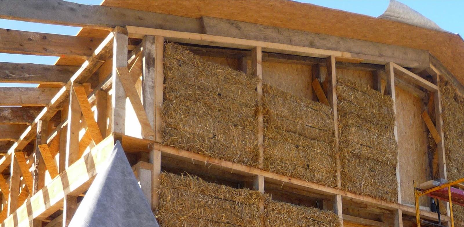 A straw house, El Mas la Llum