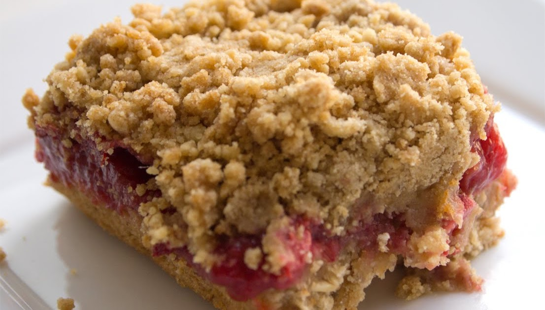Un petit oiseau strawberry rhubarb oatmeal crumb bars for Un petit oiseau