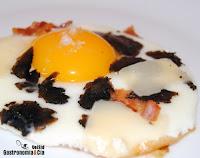 Receta de huevos con beicon y queso