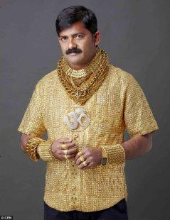 £ 14.000 dikeluarkan oleh seorang pria kaya raya untuk membuat kemeja dari emas