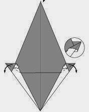 Bước 7: Từ vị trí mũi tên, mở lớp giấy trên cùng ra, kéo và gấp lớp giấy xuống dưới.