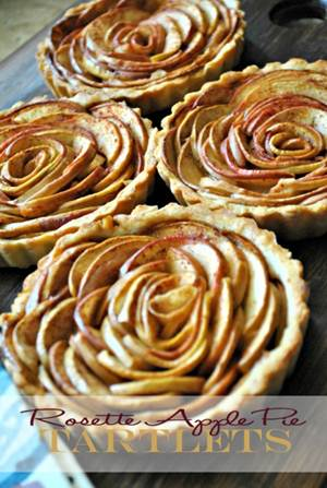 http://www.hellopapermoon.com/2014/01/rosette-apple-pie-tartlets.html