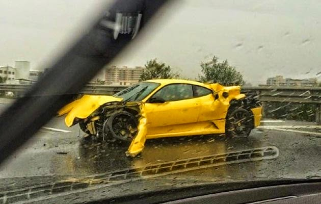 Zizan Razak Kemalangan Kereta Ferrari Kuning di Putrajaya