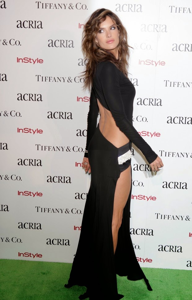 With bold dress, Alessandra Ambrosio bangs in event