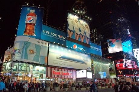 Times Square nocturno NYC