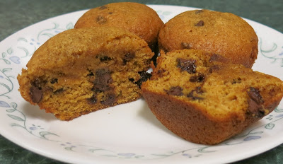 Most Viewed Recipe of the Week | Pumpkin Chocolate Chip Muffins from Debbi Does Dinner.. Healthy and Low Calorie #SecretRecipeClub #recipe #muffins #pumpkin #breakfast