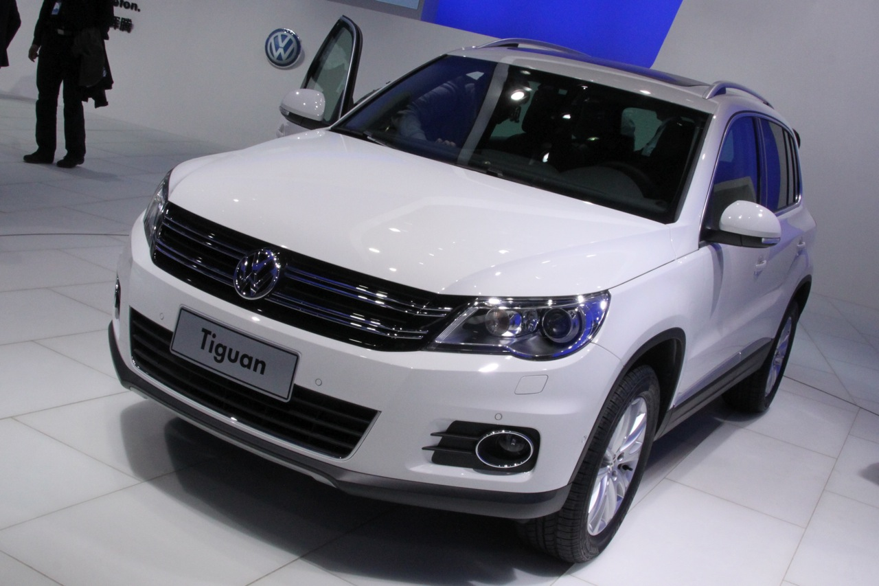 all car reviews 02 2012 volkswagen tiguan sales jumped 30. Black Bedroom Furniture Sets. Home Design Ideas