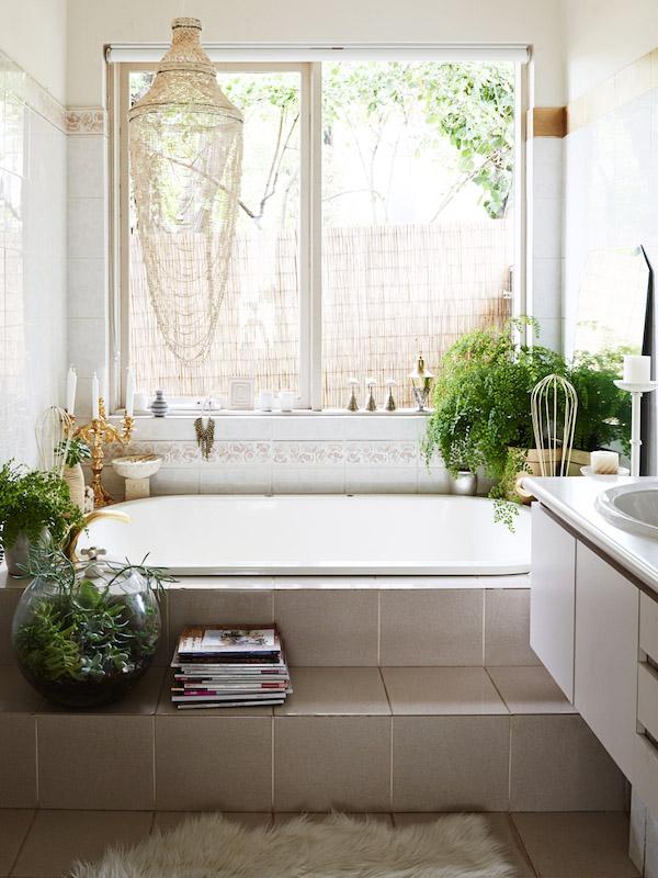 baño con plantas decoración