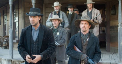 Russell Crowe as Ben Wade in 3:10 To Yuma (2007) being led up of a saloon by a posse of men.