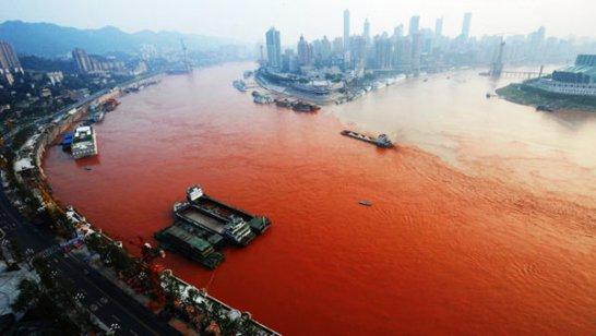 Sungai Terbesar di China Berubah Warna